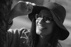 Judit - 15 (Lt. Sweeney) Tags: retrato portrait ritratto portraiture silverefexpro adobephotoshopcs6 canon sincolor bn bw monochrome monocromo monocromático mono desaturado smile sonrisa guapa cool cute joli beau beautiful pretty gorgeous feliz felicidad happiness happy glad gafas glasses dientes face rostro cara primerplano blackandwhite blancoynegro biancoenero