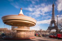 Tour Eiffel et carrousel du Trocadero (Vano'verberghe Photographies) Tags: carrousel trocadero toureiffel paris blue longexposure longuepose manège tour sky bleu ciel colour unbelievable magic amazing beautiful beau sigme nikon