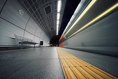 swoooosh (christian mu) Tags: architecture underground cologne köln longexposure subway sonya7ii sony voigtländer voigtländer1545 15mm 1545 christianmu station haltestellerathaus rathaus vanishingpoint movement