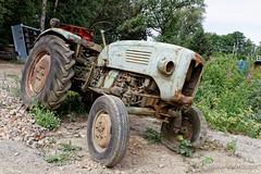 20170617_105237_3500-300_0001 (Olivier_1954) Tags: vehicules abandonné ancêtre tracteur transport