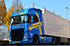 Volvo FH4 540 Performance Edition (Samuele Trevisanello) Tags: volvo fh4 540 performance edition dual clutch fh fh540 fhpower swden flag sweden truck trucks truckspotting truckspotter fotobyst goinstyle ishift como docks comodocks pvd kraan italia pv p v d allaperto