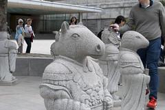 국립민속박물관 National Folk Museum of Korea, Seoul, South Korea (Tiphaine Rolland) Tags: 2017 국립민속박물관 nationalfolkmuseumofkorea muséefolkloriquenationaldecorée museum musée séoul seoul 서울특별시 서울 대한민국 southkorea korea corée coréedusud nikond3000 nikon d3000 sculpture statue zodiac zodiaque horse cheval