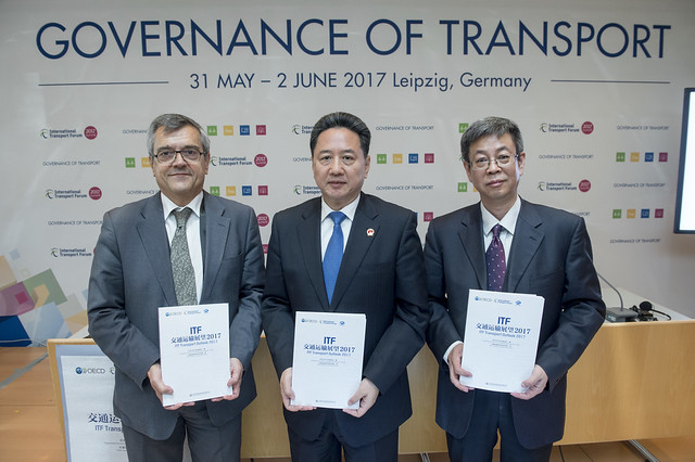 Jose Viegas, Xiaopeng Li and Baolin Shi presenting the Chinese edition of the ITF Transport Outlook