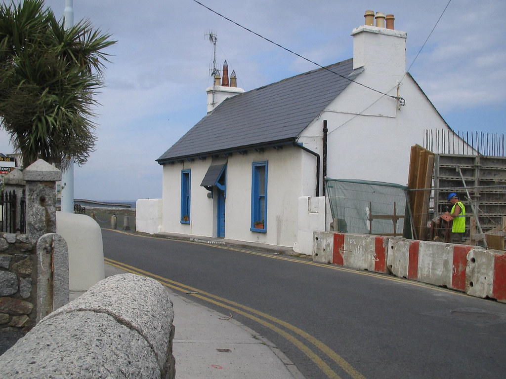 COLIEMORE ROAD IN DALKEY [PHOTOGRAPHED IN 2004]-129600