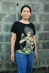 fashionable woman (the foreign photographer - ฝรั่งถ่) Tags: fashionable woman special shirt blue jeans khlong thanon portraits bangkhen bangkok thailand canon kiss