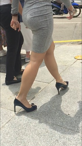 Scandal! Asian candid leg