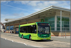 Southern Vectis 2712, East Cowes (Jason 87030) Tags: e200 enviro bus waitrose store shop supermarket stop route 5 eastcowes osborne osbornehouse whippingham green roadside sony shot vehicle publictransport may 2017 2712 hw64axc weather structure buses ferry wheels