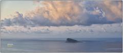 (370/17) Sola (Pablo Arias) Tags: pabloarias photoshop photomatix nxd españa cielo nubes mar isla costa agua soledad mediterráneo benidorm alicante comunidadvalenciana