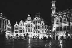Sit in (mripp) Tags: art kunst street strase brussels brüssel grandplace leica m10 summieren 28mm mono monochrom schwarzweiss black white