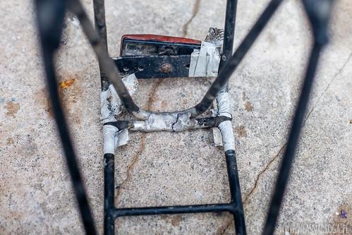 Pęknięty bagażnik tylny firmy Crosso