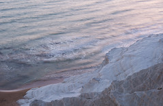 Scala dei Turchi (happy.apple) Tags: realmonte sicilia italy it scaladeiturchi sicily sea cliff dusk water