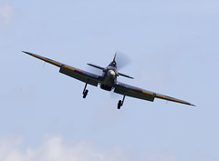 Hurricane (Bernie Condon) Tags: uk british shuttleworth collection oldwarden airfield airshow display aviation aircraft plane flying hawker hurricane warplane fighter raf royalairforce fightercommand ww2 battleofbritian military preserved vintage