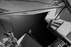 Queen Bee House Courtyard (Tanya.Kirilova) Tags: blackandwhite bw cityscape urban urbanabstract sky courtyard prague prag praha lessertown malástrana abstract composition façades building houses oldhouses nikond7100 tokina1120mm