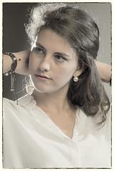 D3544-JULIA (Abril, 2017) (Eduardo Arias Rábanos) Tags: retrato portrait mujer joven woman young chica girl melena morena longhair pelo hair nikon d500 desaturado desaturation piel skin estudio study