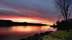 Lever du jour sur le bord de la rivière Saguenay du 17-05-17 (gaudreaultnormand) Tags: canada leverdesoleil longexposure longueexposition printemps quebec saguenay sunrise eau paysage rivière ciel red rouge