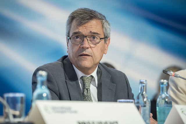 José Viegas speaking at the Closed Ministerial