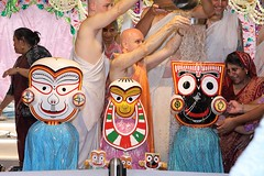 Snana Yatra 2017 - ISKCON-London Radha-Krishna Temple, Soho Street - 04/06/2017 - IMG_2978 (DavidC Photography 2) Tags: 10 soho street london w1d 3dl iskconlondon radhakrishna radha krishna temple hare harekrishna krsna mandir england uk iskcon internationalsocietyforkrishnaconsciousness international society for consciousness snana yatra abhishek bathe deity deities srisri sri lord jagannath baladeva subhadra 4 4th june summer 2017