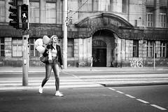 Balloons (Hans-Jörg Aleff) Tags: berlin balloons blackwhite streetphotography deutschland