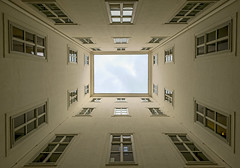 Sky Frame (CoolMcFlash) Tags: vienna architecture symmetry fujifilm xt2 building courtyard facade lowangleview perspective pov window xf 1024mm f4 r ois fenster fotografie photography blickwinkel fassade gebäude symmetrie wien innenhof sky himmel