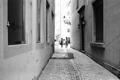 back alley couple (gato-gato-gato) Tags: 35mm leica leicam6 leicasummiluxm35mmf14 m6 messsucher monochrom schweiz strasse street streetphotographer streetphotography streettogs suisse svizzera switzerland wetzlar zueri zuerich zurigo analog analogphotography believeinfilm black classic film filmisnotdead filmphotography flickr gatogatogato gatogatogatoch homedeveloped manual rangefinder streetphoto streetpic tobiasgaulkech white wwwgatogatogatoch ilford leicasummilux35mmf14asph aspherical summilux zürich ch leicamp mp manualfocus manuellerfokus manualmode schwarz weiss bw blanco negro monochrome blanc noir strase onthestreets mensch person human pedestrian fussgänger fusgänger passant sviss zwitserland isviçre zurich