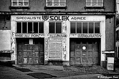 1080 - Le garage Constant, Boulogne sur mer, 2009 (ikaune) Tags: nb bw noiretblanc blackandwhite ikaune digital numérique leica m9 monochrome boulognesurmer garage solex