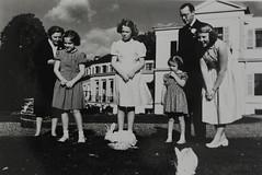 1949 Vorstenhuis (Steenvoorde Leen - 4 ml views) Tags: vorstenhuis koninklijk huis koninklijke familie monochroom 1949 paleissoestdijk dynasty dynastie dinastia dutch netherlands hollanda niederlande ansichtkaart card karte family