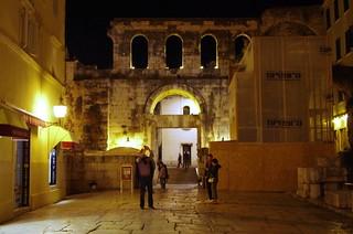 71 - Split, Croatie, Mai 2017 - une porte dans le mur d'enceinte
