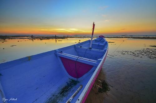 #sunset #kupang #landscape #landscaper #nature #adventure #beach #bajaklaut_id #sunsethunter #lensantt #super_photosunsets #explorealor #serikat_fi #geonusantara #sunset_vision #tanahtimur #indonesia #nature #longexpoelite #kupangcity #nikonindonesia #sup