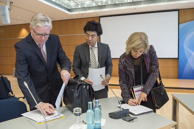 Pat Cox, Seiya Ishikawa and Beth van Hulst preparing