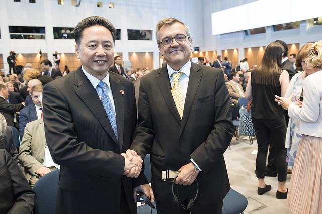 Xiaopeng Li greeting José Viegas