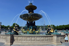 Searching for Anne Hathaway's Phone (Eddie C3) Tags: parisfrance vacationphotos fountain fontainedesmers