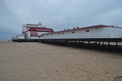 Britannia Pier, Great Yarmouth, England (CoasterMadMatt) Tags: greatyarmouth2017 greatyarmouth gtyarmouth2017 gtyarmouth great gt yarmouth town towns seasidetowns seaside coast coastal eastcoast greatyarmouthbeach britanniapier britannia pier piers englishpiers norfolkcoast beach sand shore building structure architecture norfolk eastanglia eastofengland england britain greatbritain gb unitedkingdom uk february2017 winter2017 february winter 2017 coastermadmattphotography coastermadmatt photos photographs photography nikond3200