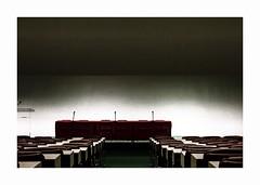 Colonel-Fabien .. / 2 (hélène chantemerle) Tags: intérieur architecture salleduplénum pupitres micros rouge vert indoor plenumroom red green oscarniemeyer