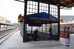 2017_Berlin_5816 (emzepe) Tags: 2017 május tavasz germany alemagne deutschland németország saksa berlin vasút railway eisenbahn állomás vasútállomás bahnhof gara gare station nádraží stanica