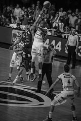 Emocionante final Aguada venció 92-91 a Hebraica Macabi se pone 3 a 3 y  estira la serie  a la final definitiva | 170529-0256-jikatu (jikatu) Tags: federacionuruguayadebasketball ligauruguayadebásquetbol aguada aguatero basket basketball basquetbol bw básquetbol canasta canon canon5dmkiv deportes directtv finales hebaricamacabi hebraica jikatu macabeos macabi macromercado mercedes montevideo sport uruguay xanna