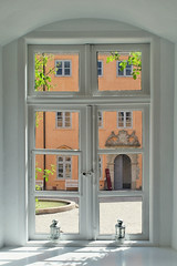 Schlossfenster (nirak68) Tags: eutin schleswigholsteinostholstein deutschland ger 145365 schloss 2017karinslinsede window castle fenster innenhof