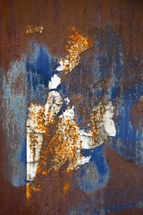Interaction faible (Gerard Hermand) Tags: 1705238412 gerardhermand france paris canon eos5dmarkii formatportrait melun plaque sheet metal rouille rust abstrait abstract abstraction bleu blue blanc white