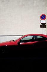 Sevilla (Manuel Teruel) Tags: sevilla coche sombra shadow señal trafico calle street rojo