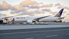 United Airlines 2015 787-9 N36962 c/n 35880 at SFO. 2017. (planepics43) Tags: unitedairlines 787 7878 7879 n36962 35880 sanfranciscoairport sfo airport 747 777 757 767 737 320 380 319 engine maintenance airbus americanairlines sfoov southwestairlines deltaairlines claytoneddy california boeing weather winglet pilot flightattendant