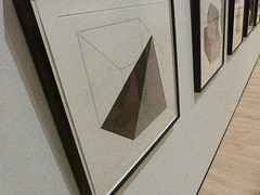A14999 / following Sol LeWitt's triangles at the SFMoMA (janeland) Tags: sanfrancisco california 94103 september 2016 sfmoma sollewitt obliquely etching aquatint noncoloursincolour pe016 triangles formsderivedfromacube sanfranciscomuseumofmodernart detail