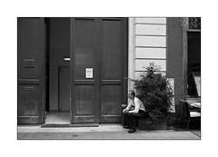 cigarette break [Gerbeaud] (Istvan Penzes) Tags: leicammonochromtyp246 leicasummicron35mmv1 penzes manualfocus rangefinder availablelight handheld bw black white budapest street