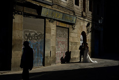 Just Married (Sergi_Escribano) Tags: streetsofbarcelona darkcity streetphotography barcelona loneliness barcelonastreetphotography sergiescribano wedding light shadow silhouette streetphoto oldtown cathedral cathedralofbarcelona city street
