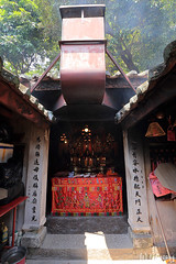 Tin Hau Temple in Ma Wan Main Street Village (tomosang R32m) Tags: 馬湾 馬灣 parkisland hongkong 香港 珀麗灣 琥珀湾 mawan 馬灣大街旧村 馬灣大街 mawanmainstreetvillage tinhautemple 天后廟 abandonedtown abandoned town village ghosttown