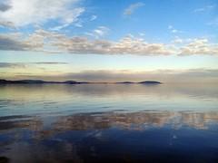 A Ponta Grossa e a Ilha das Pedras Brancas entre nuvens (Vagner Eifler) Tags: brasil riograndedosul portoalegre guaíba lagoguaíba pontagrossa llhadaspedrasbrancas nuvem nuvens espelho