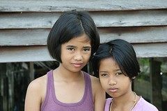 pretty girls in a serious mood (the foreign photographer - ฝรั่งถ่) Tags: two pretty girls erious looking khlong thanon portraits bangkhen bangkok thailand canon kiss