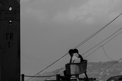 sitting perched (hydRometra) Tags: buddhism landscape ropeway montagna india westbengal mountains paesaggio people funivia buddismo persone darjeeling bn bw