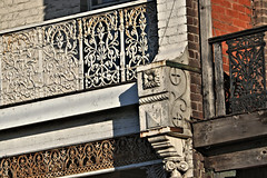 Punt Road Terrace VIII - Melbourne (IDH Mackinnon) Tags: terrace homes punt road rd detail lattice architecture architectural building house hill south yarra melbourne victoria victorian 2017 australia aussie era id hearn mackinnon photographer 1880 1800s 19th century nineteenth balcony verandah motif city inner urban fading historical old aged