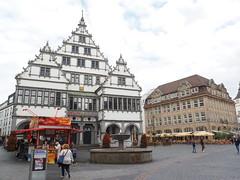 Rathaus mit Bratwurstbude (1elf12) Tags: rathaus cityhall paderborn germany deutschland weserrenaissance