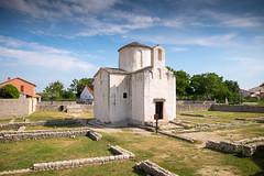 Nin (G Dubuc) Tags: croatie mer barques églises ruines