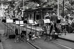 Concert Break (Rudi Pauwels) Tags: goteborg gothenburg sverige sweden schweden vasaplatsen vasastan varvet spring2017 concert waiting street streetshot bw blackandwhite blackwhite svartvit zoom tele tamron 18270mm tamron18270mm nikon d7100 nikond7100